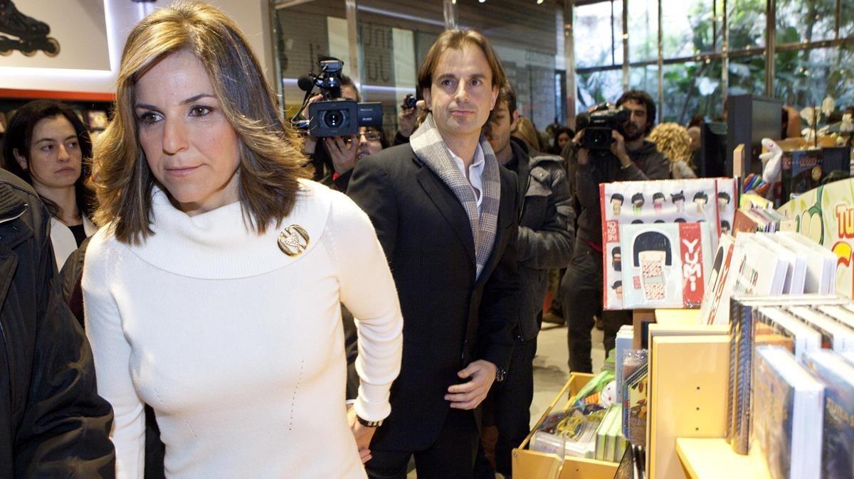 Arantxa Sánchez Vicario y Josep Santacana, en el 2012, cuando presentó su demoledora autobiografía'Vamos'.