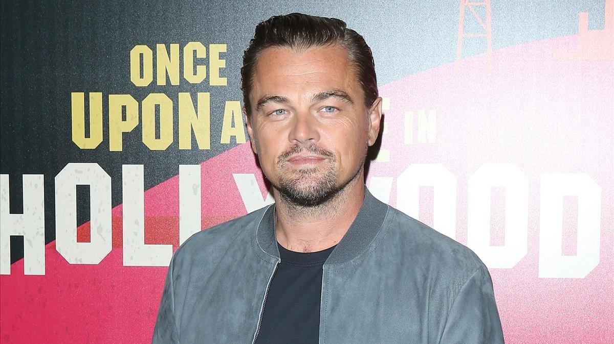 Leonardo DiCaprio compra una obra d'art feta amb ossos de dinosaures