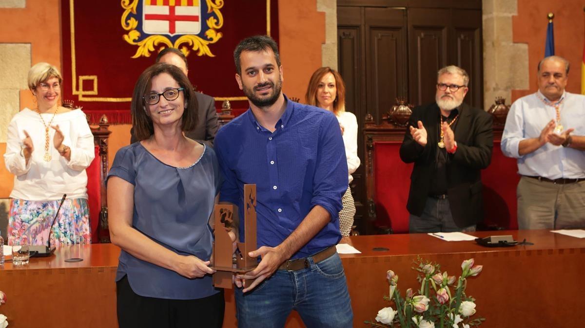 Maria Jesús Ibáñez y Guillem Sánchez, recogen el V premio Josep Maria Planes.