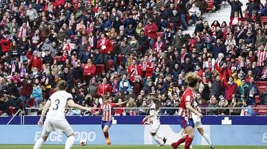 El Madrid frena al Atlético y deja el liderato a tiro del Barça femenino