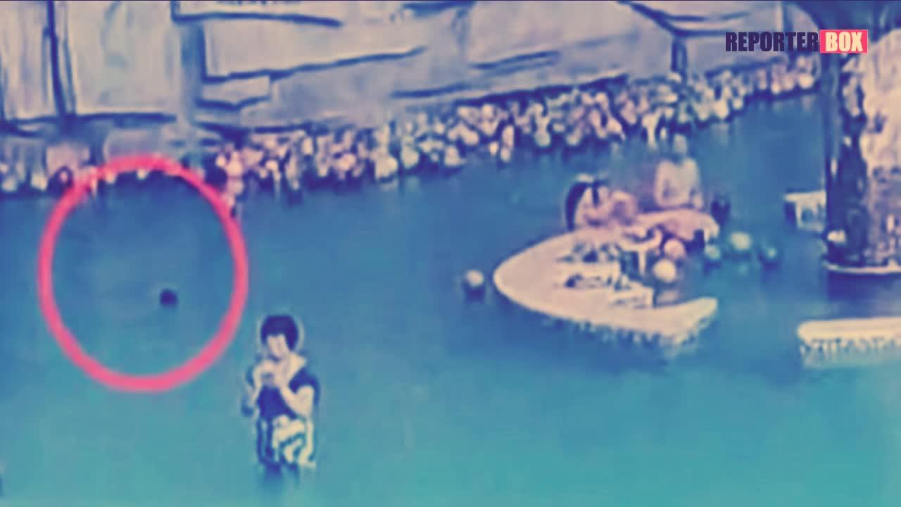 Las imagenes muestran al pequeño intentando mantenerse a flote sin éxito
