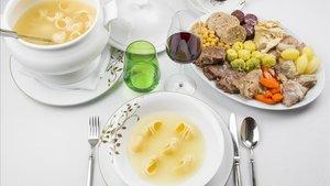 El menú completo de 'escudella' y 'carn d'olla', en el restaurante Solc del Hotel Majestic.