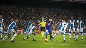 Messi, durante su estratosférica jugada ante el Espanyol.