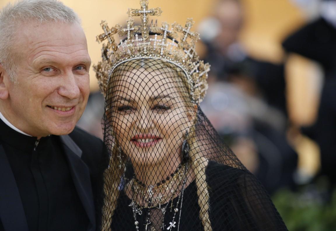 Jean Paul Gaultier responsable del vestido Madonna.