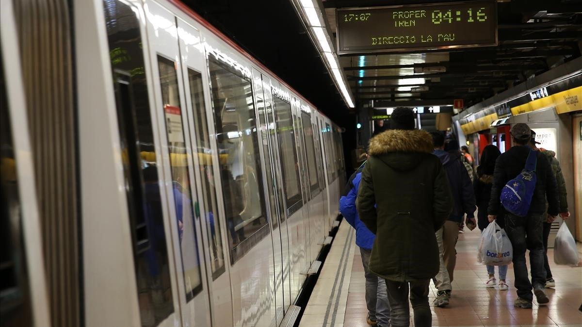 El Metro de Barcelona, en una hora valle de un día laborable.