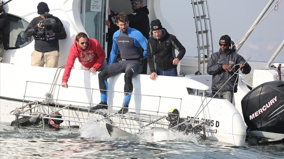 Michael Phelps, a punto de saltar al agua para el programa de Discovery en Español.