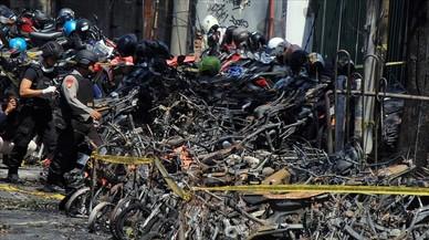 Al menos 13 muertos y 40 heridos en 3 atentados en iglesias de Indonesia
