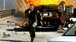 Tom Cruise corre como un desesperado en una escena de acción de 'Misión imposible 3'.