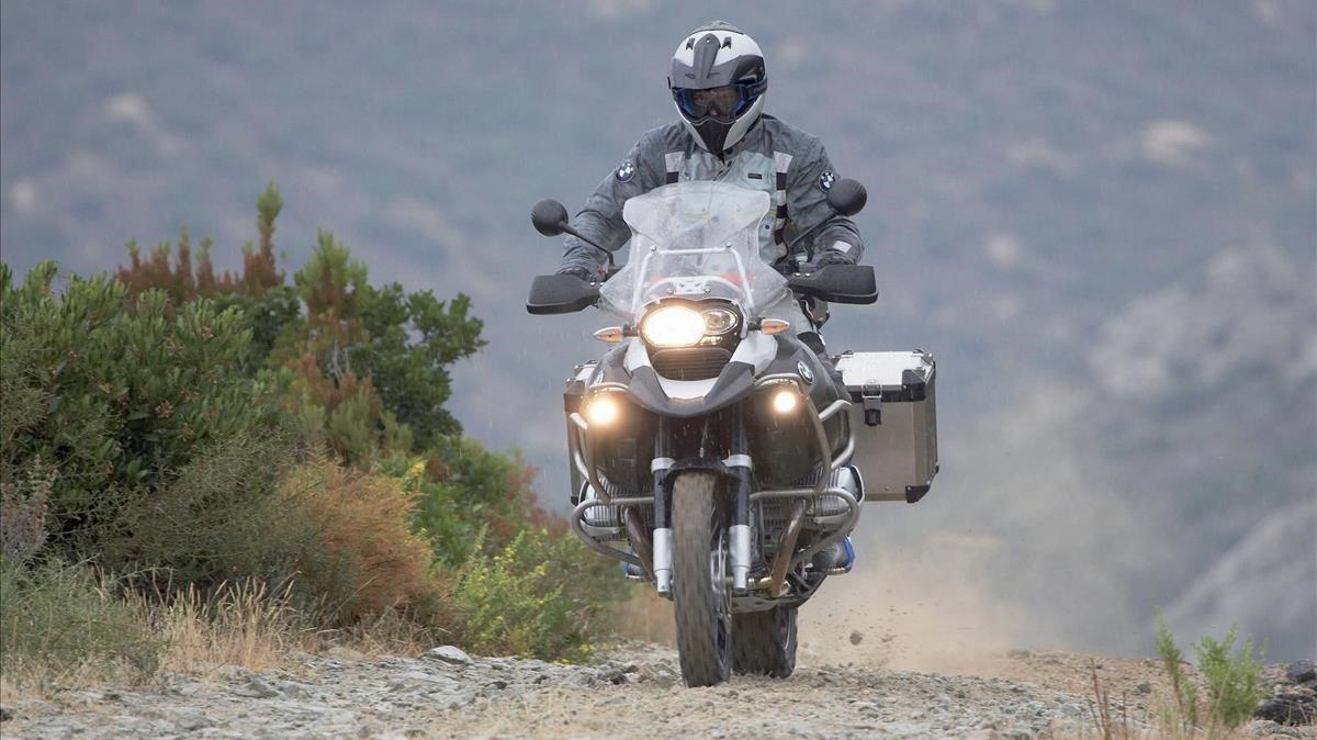 Un motociclista de montaña.