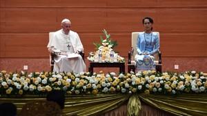 El Papa Francisco y la líder birmana Aung San Suu Kyi en Rangún.