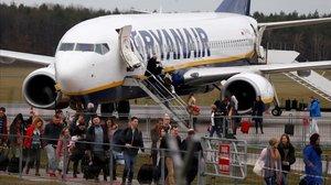 Pasajeros de Ryanair en el aeropuerto de Varsovia, Polonia.