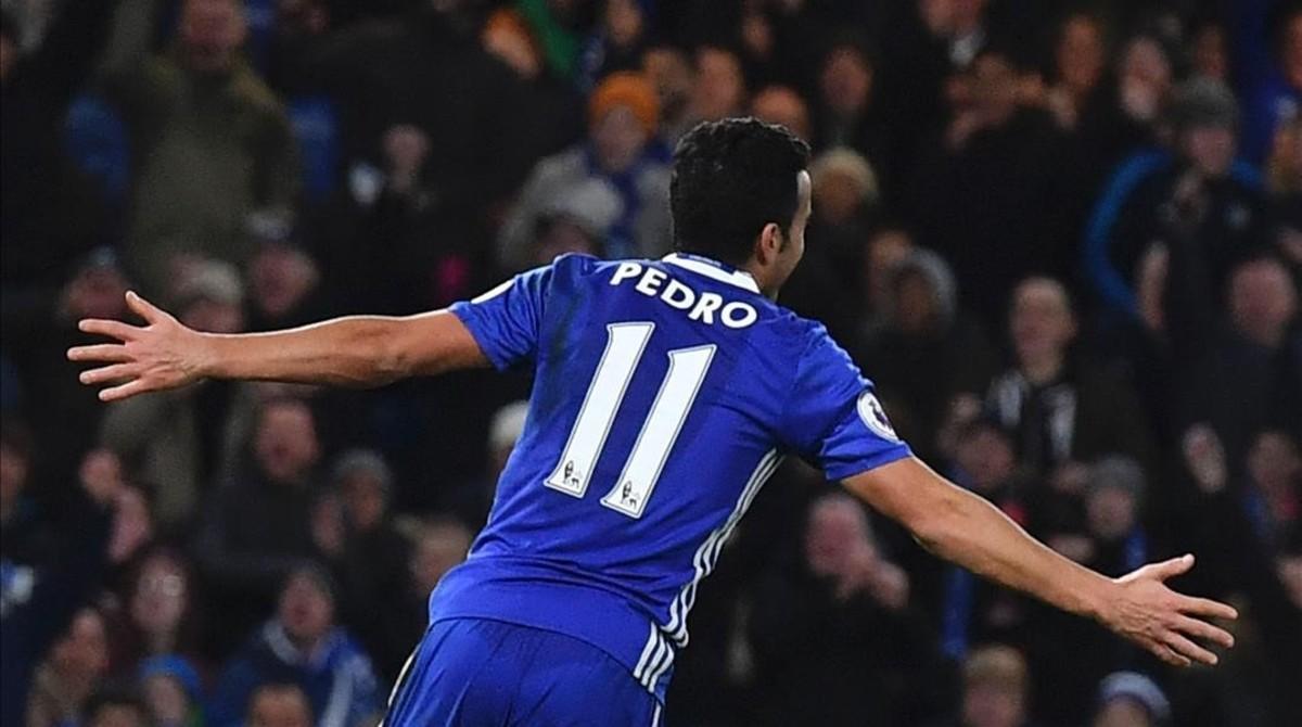 Pedro celebra su primer gol al Bournemouth en Stamford Bridge.