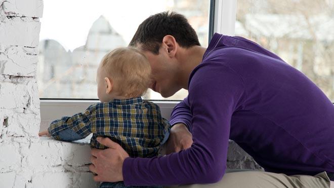 El permís de paternitat ja és de vuit setmanes a Espanya