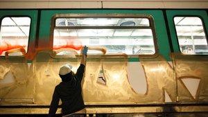 Pintadas en el Metro de Madrid, el pasado día 7.