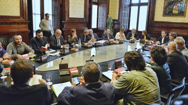 Junts pel Sí y la CUP convocan pleno del Parlament el jueves para responder al 155