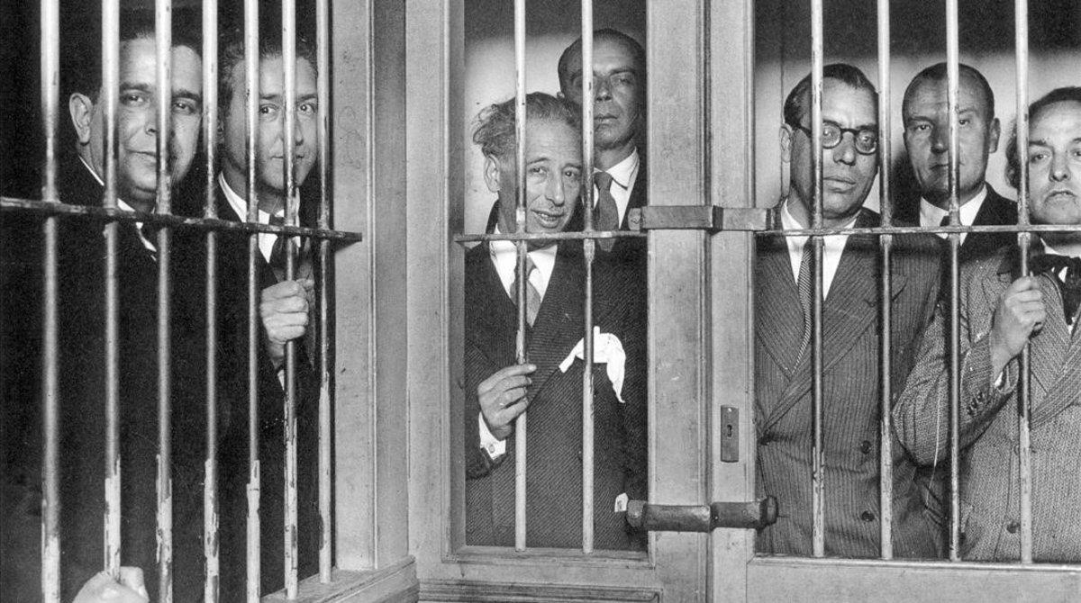 El 'president' Lluís Companys y los 'consellers' de la Generalitat presos en 1934.