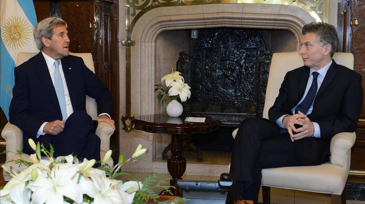 El presidente de Argentina, Mauricio Macri, (derecha) con el secratriode Estado de EEUU, John Kerry, el pasado 4 de agosto en Buenos Aires.