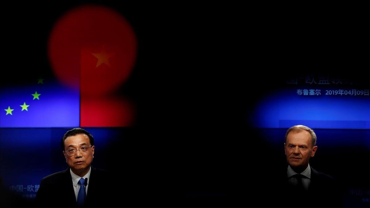 El primer ministro chino, Li Keqiang, y el presidente de la UE, Donald Tusk, este martes en rueda de prensa.