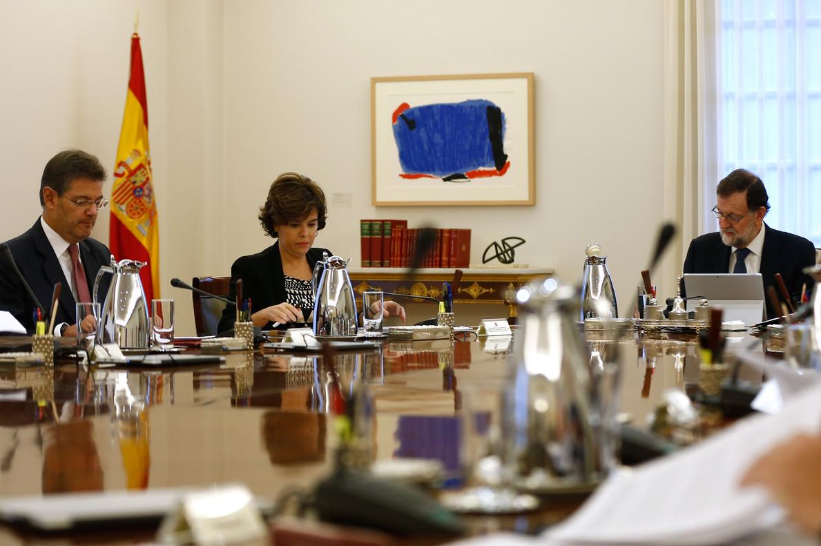 Rajoy, Santamaría y Catalá, en una reunión del Consejo de Ministros.