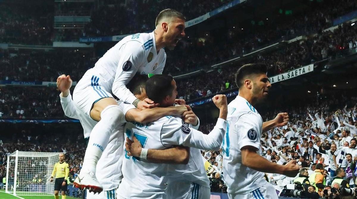 El Real Madrid celebra el primer gol de Benzema ante el Bayern de Munich.