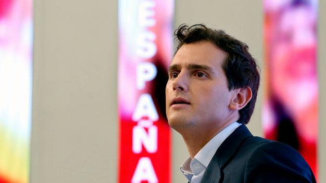 Rivera pide por carta a Sánchez una reunión urgente.