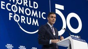 El presidente del Gobierno, Pedro Sánchez, durante su intervención ante el salón plenario del Foro de Davos.