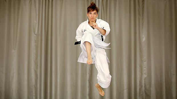 Sandra Sánchez en acción. Es la mejor karateca en kata femenino.
