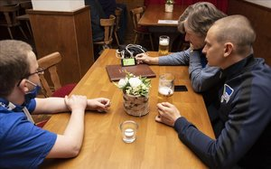 Alerta a Alemanya per dos brots de coronavirus en un restaurant i en una missa, respectivament