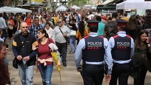La seguridad policial está presente en el centro de la capital.