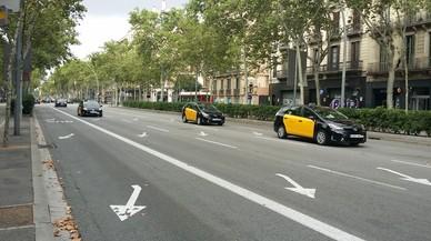 Algunos tramos de la Gran Via amanecen con pocos taxis parados