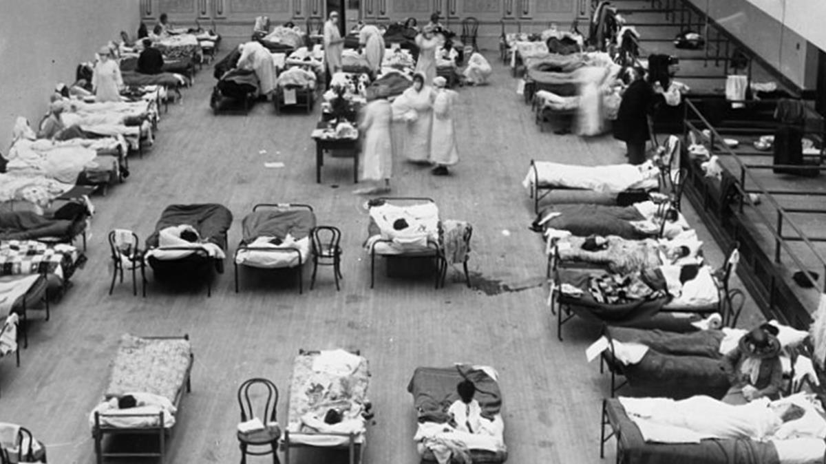 El Auditorio Municipal de Oakland, en Estados Unidos, empleado como hospital de emergencia durante la pandemia de gripe de 1918.