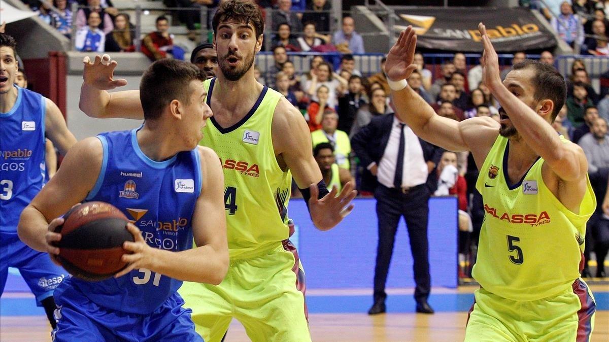 Tomic y Ribas (en la foto ante Cancar) sostuvieron al Barça en Burgos.