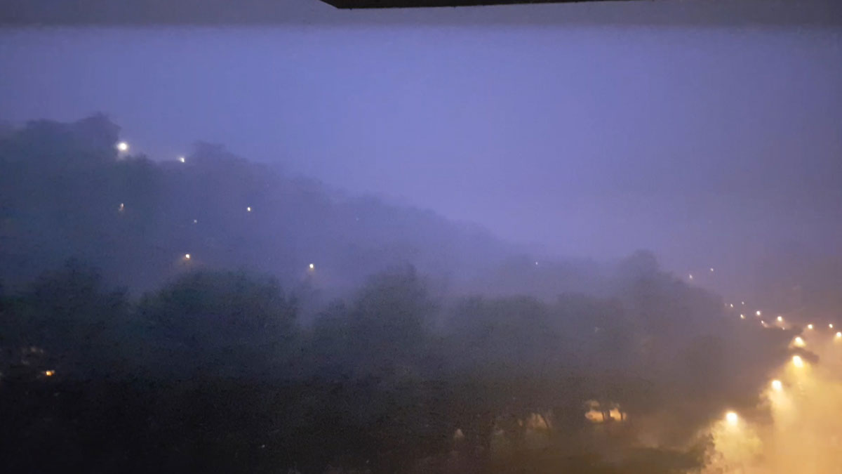 La tormenta nocturna de Barcelona, en la zona de Miramar.