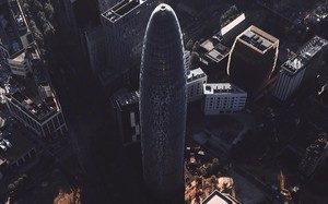 La torre Agbar de Barcelona vista desde el aire