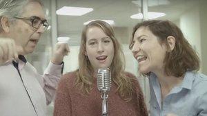 Tres actores,en uno de los vídeos musicales de la ASPB