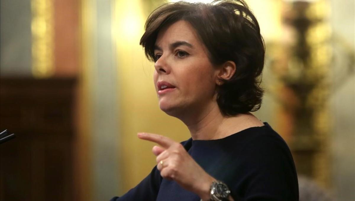 La vicepresidenta del Gobierno, Soraya Sáenz de Santamaría, en la tribuna del Congreso, este martes.
