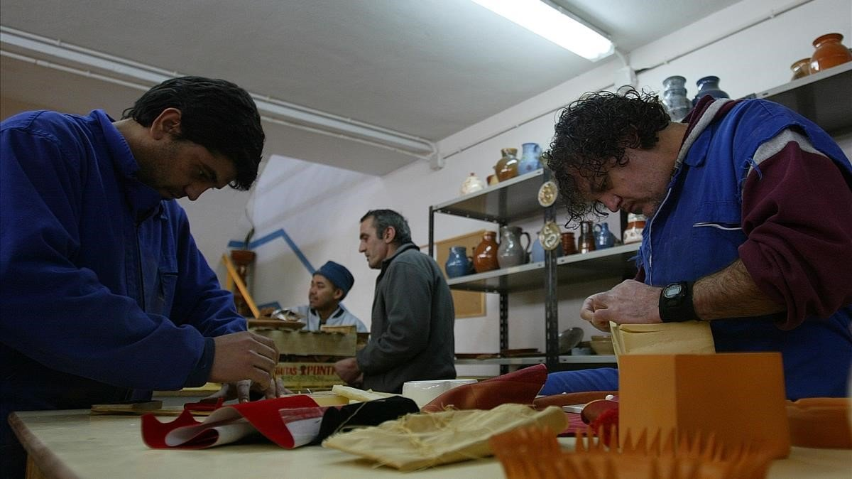 Trabajo en un taller penitenciario de la cárcel de Mansilla de las Mulas (León).