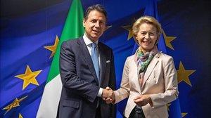 Ursula Von der Leyen recibe en Bruselas al primer ministro italiano, Giuseppe Conte.