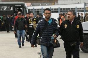 Imagen de un grupo de venezolanos que fueron expulsados del Perú poringresar al país de manera clandestina.