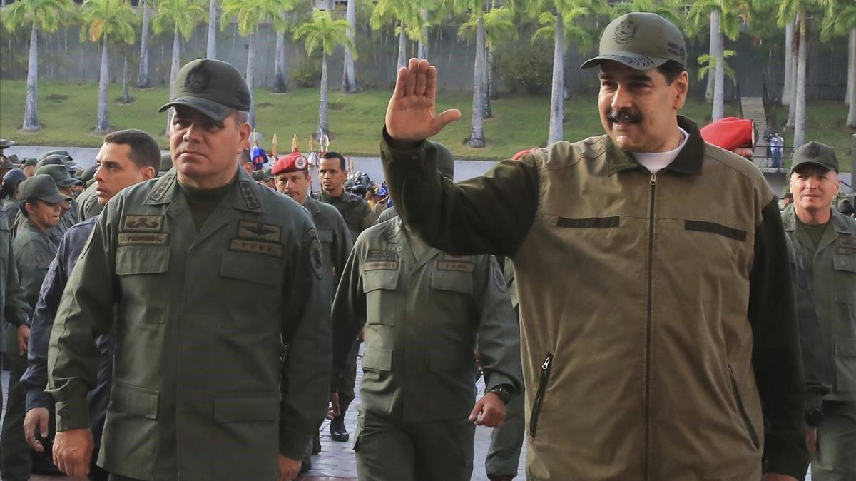 El presidente Maduro junto a su ministro de Defensa,Vladimir Padrino López.