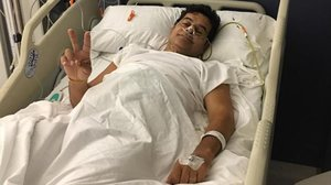 Xavier Bonastre, periodista de deportes de TV-3, durante su estancia en el hospital.