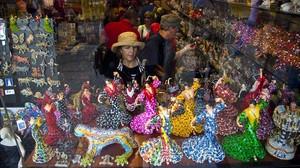 Barcelona limitarà la venda de 'souvenirs' en més zones