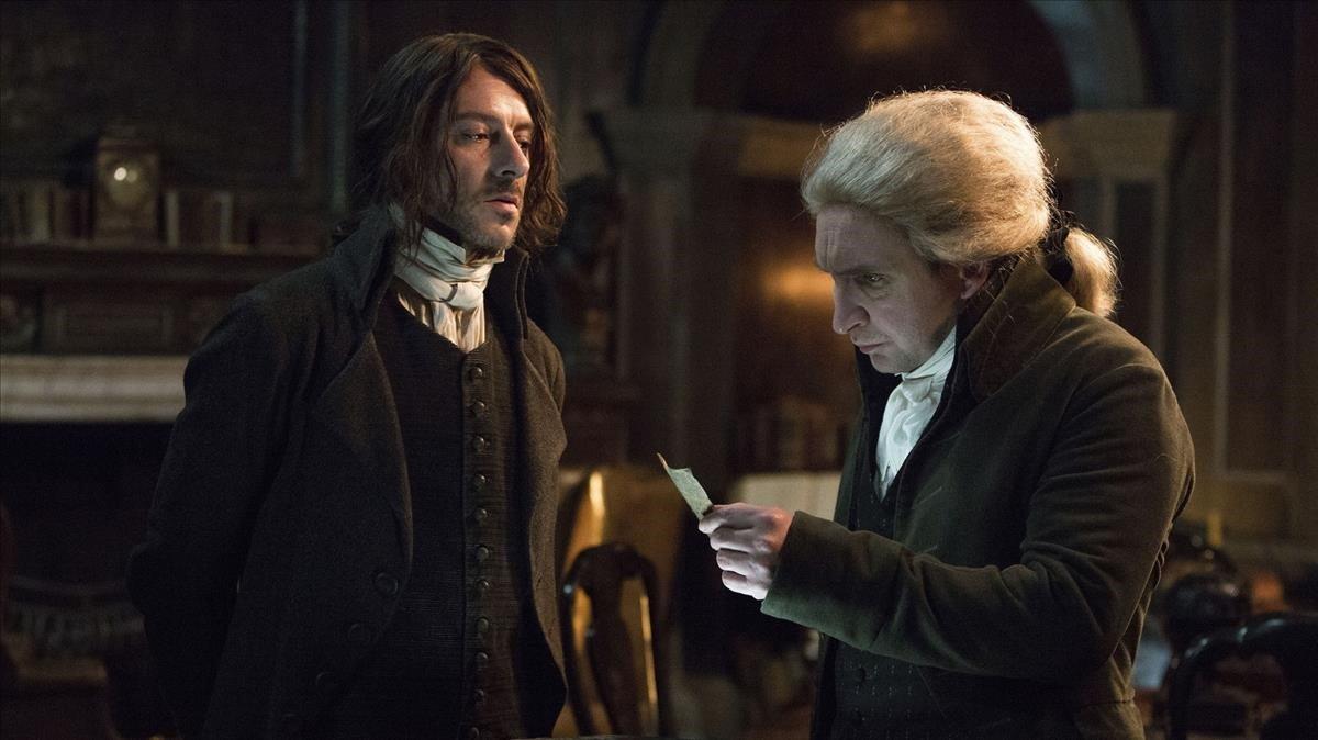 Eddie Marsan, a la derecha, formidable en el papel del señor Norrell.