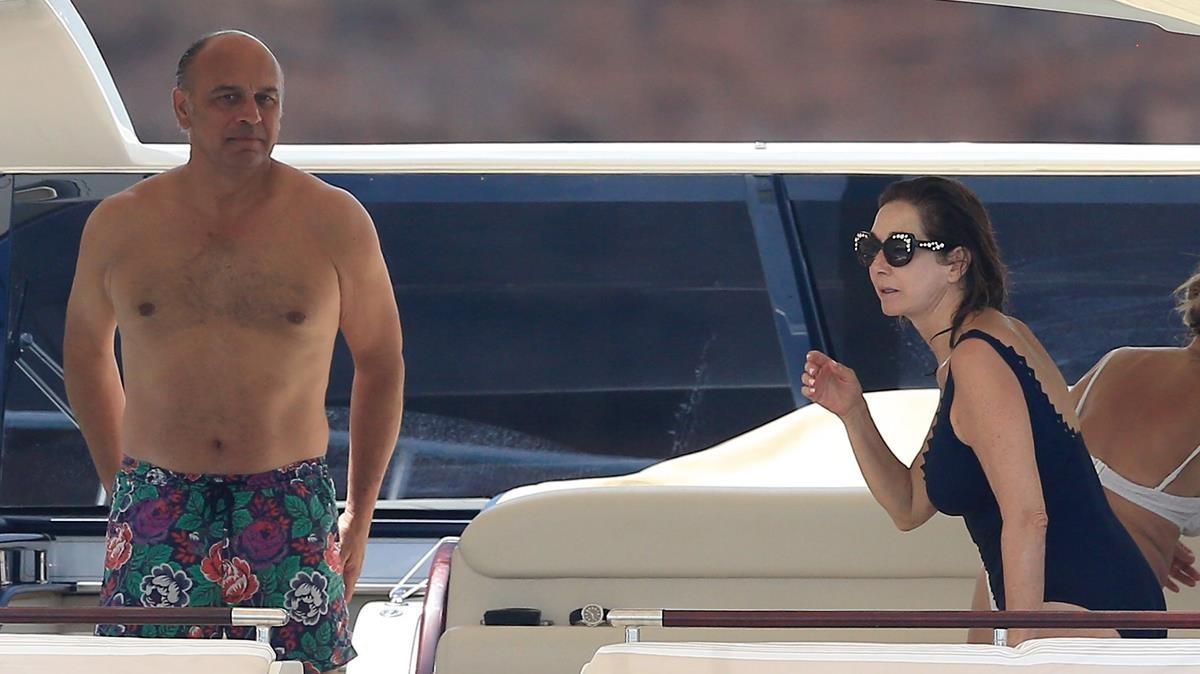 Ana Rosa Quintana y su marido Juan Muñoz, en una imagen de hace dos años en Eivissa.