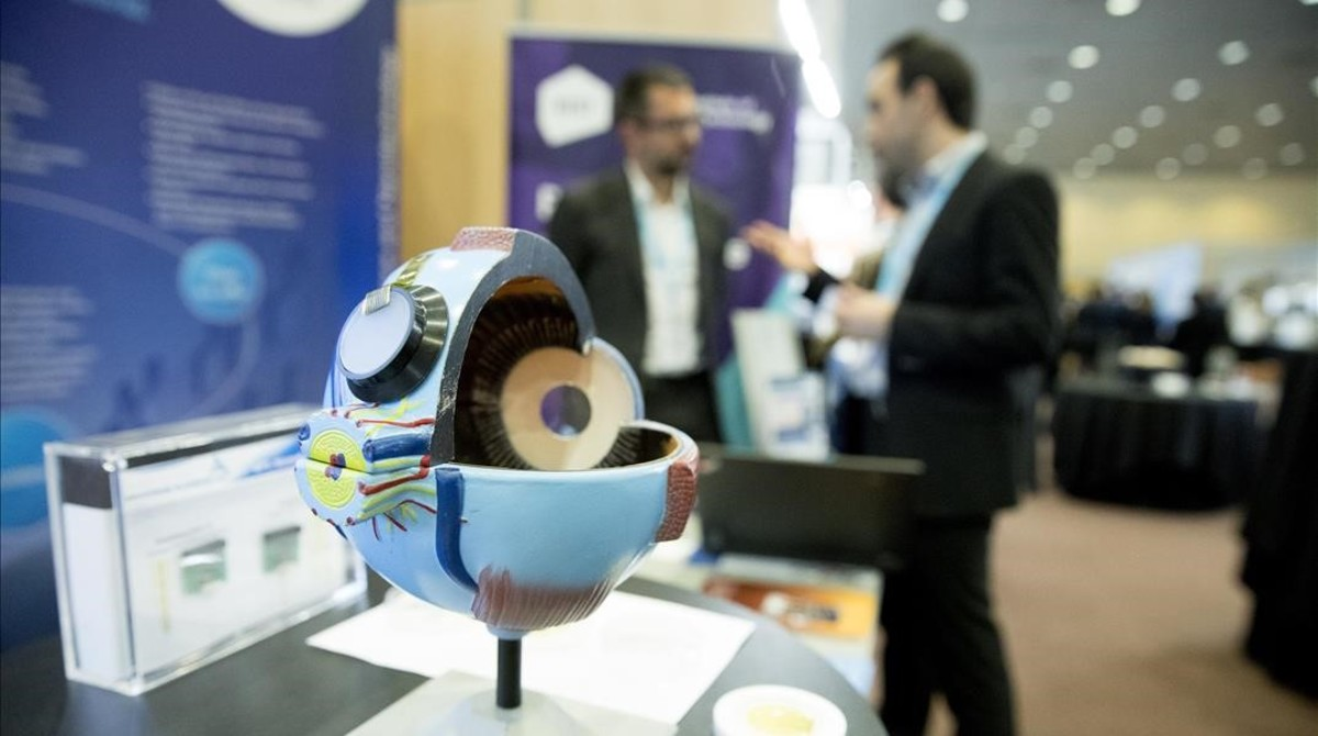 Prototipo para un implante ocular fabricado con grafeno, desarrollado por el Instituto Catalán de Nanociencia y Nanotecnología (ICN2).