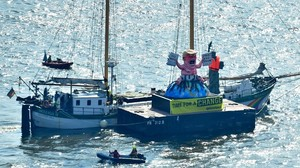 Protesta de Greenpeace durante la cumbre del G20 en Hamburgo.