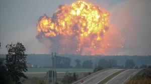 Una de las explosiones en el depósito de municiones.