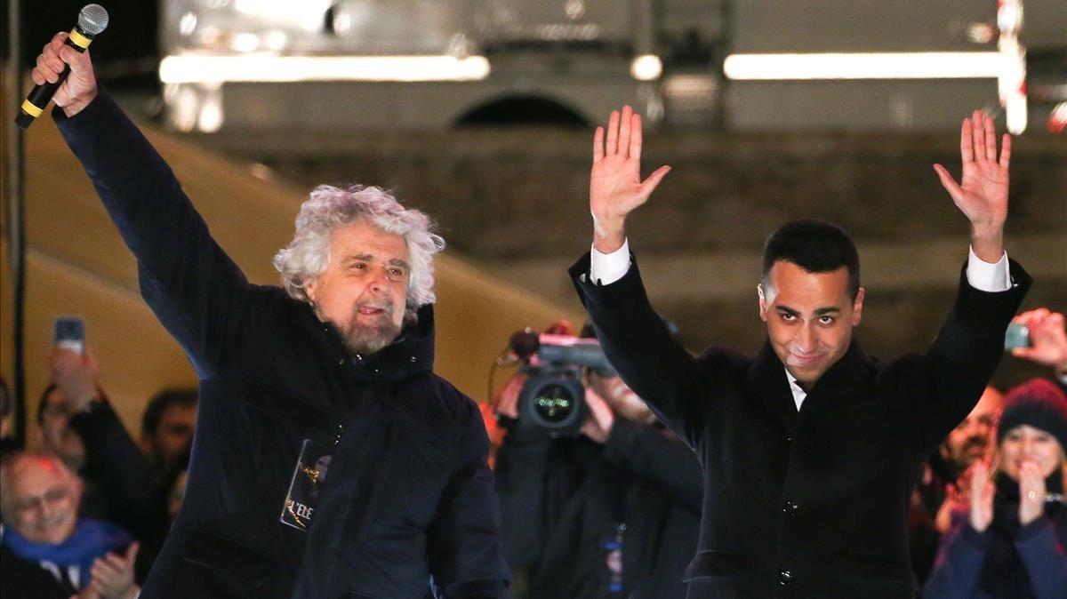 Beppe Grillo y Luigi di Maio, en un mitin del Movimiento 5 Estrellas en Roma.