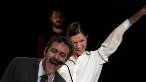 Òscar Intente (Otelo), Annabel Castan (Desdémona) y, detrás, Arnau Puig (Yago), los tres intérpretes del Othello, de Oriol Tarrasón.