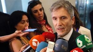 Marlaska proposa celebrar en dues setmanes la Junta de Seguretat per abordar les tensions pels llaços grocs